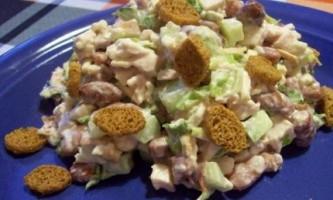 Готуємо салат з сухариками