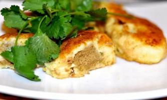 Картопляні пирожки з курячою печінкою
