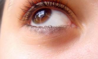 Масажер для обличчя та області навколо очей. Наскільки він допомагає?