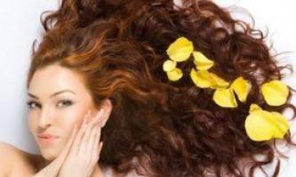 Лупа і випадання волосся: як взаємопов`язані?