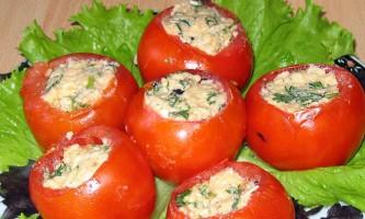 Помідори, фаршировані м`ясним салатом
