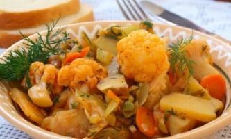 Рагу з курячого філе з грибами і овочами в мультиварці