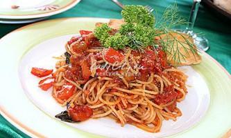 Спагеті під овочевим соусом