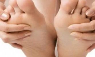 Жовті нігті на ногах: причини